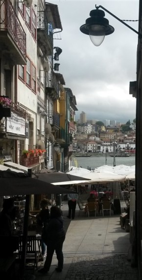 R. dos Mercadores, looking across the River Douro to Vila Nova de Gaia