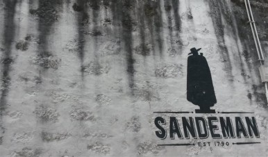 Sandemans well-known logo.