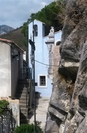 A small church along one of the narrow passages in Bonson